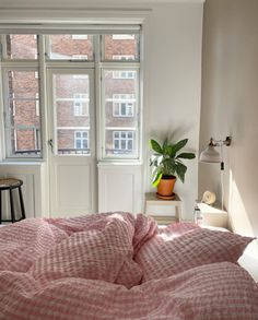 Home Bedroom, Bedroom Decor, Decorating Bedrooms, Bedroom Apartment, Bedroom Ideas, Master Bedroom, Entryway Decor, My New Room, My Room