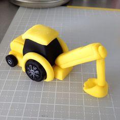 bake-a-boo: The Little Yellow Digger Truck cake topper tutorial - #BAKEATIP