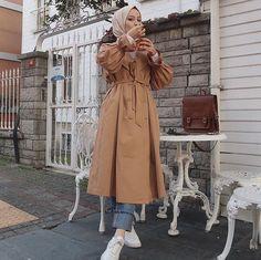 Hissedilen her şeye cümle kurulamıyor bu da öyle bir şey💛 You can't make sentences for everything you feel, which is something like that💛 # Mezopotamyakeşf of w / Street Hijab Fashion, Muslim Fashion, Modest Fashion, Fashion Outfits, Hijab Outfit, Simple Hijab, Trench Coat Outfit, Mode Mantel, Hijab Chic