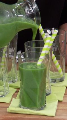 Kale Smoothie Start your day off with a refreshing Kale Smoothie!Start your day off with a refreshing Kale Smoothie! Smoothie Detox, Smoothies Vegan, Green Smoothie Recipes, Energy Smoothie Recipes, Cleansing Smoothies, Vegetable Smoothie Recipes, Post Workout Smoothie, Energy Smoothies, Green Juice Recipes