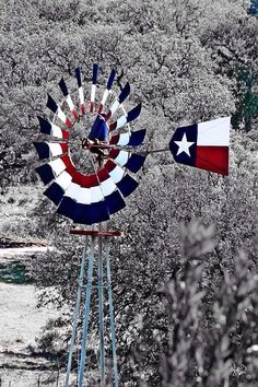 Texas wind can power anything and look amazing doing it! Farm Windmill, Windmill Decor, Garden Windmill, Eyes Of Texas, Only In Texas, Old Windmills, Flag Painting, Texas Forever, Texas Hill Country