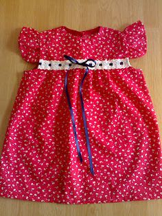 Vestido para menina muito pequenina, disponível :)