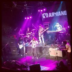 Armandinho e Banda en Groove, Palermo, Capital Federal. 2014. Presentación de Sol Loiro.