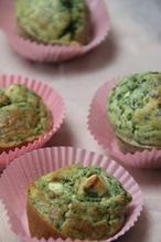 MUFFINS MET FETA EN SPINAZIE Muffins met spinazie en feta leuk voor bij de borrel in mini variant, als tapa, natuurlijk voor in de lunchbox en dan ook nog de high tea! Nu alleen nog maken. Ga dan naar het recept. Link in bio.