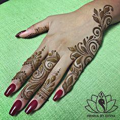 Side hand henna