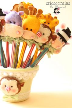 Love these pencil toppers. Kids Crafts, Diy Crafts To Sell, Felt Crafts, Fabric Crafts, Craft Projects, Sewing Projects, Arts And Crafts, Pencil Toppers, Safari Party