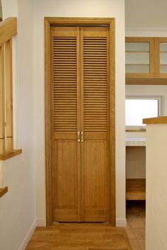 室内ドア/パントリー/収納/ルーバー/ドア/造作ドア/扉/インテリア/ナチュラルインテリア/注文住宅/施工例/ジャストの家/door/interior/house/homedecor/housedesign Room Doors, Storage, Home, Tall Cabinet Storage, Cabinet, Furniture, Interior, House, Door Design