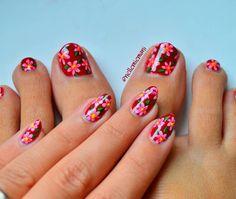 The last picture of this nail art, just to show you that my mani match my pedi!  (I created some decals for my #pedicure) . . .  L'ultima foto di questa nail art, solo per mostrarvi che la nail art sulle mie mani si abbina a quella sulle unghie dei piedi!  (ho creato dei decals per fare la pedicure) . . .  #flowernail #pedi #nailart #nails #nailpolish #nailartwow #nailpromote #nails2inspire #nailartoftheday #craftyfingers #unghie #smalti #notd #nailartpromote #sgnailartpromote #instanails...