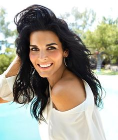 Angie Harmon= Perfection!
