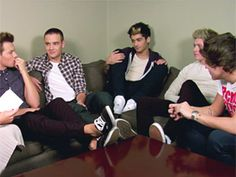 Which One Direction Guy Cries During Movies? Watch Now! One Direction Interviews, One Direction Videos, I Love One Direction, Video Go, Love To Meet, Larry Stylinson, News Articles, Mtv, Crying