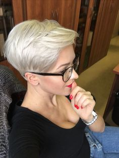 Top 36 Short Blonde Hair Ideas for a Chic Look in 2019 - Style My Hairs Blonde Pixie, Short Blonde, Blonde Hair, New Short Hairstyles, Short Pixie Haircuts, Pixie Hairstyles, Hairstyle Short, Hairstyle Ideas, Chic Short Hair