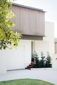 Set on Sydney's lower north shore, Headland House sees Clayton Orszaczky create a reverential response to the coastal context. Facade Design, Exterior Design, My Home Design, House Design, Residential Architecture, Architecture Design, Duplex Design, Driveway Design, Open Space Living