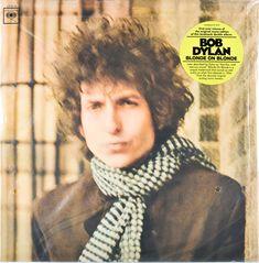 """El 16 de mayo de 1966, apenas un par de meses antes del accidente, Bob Dylan acababa de publicar su obra maestra. Cuarenta años después, """"Blonde On Blonde"""" (Columbia, 1966) sigue siendo el punto de partida de la vertiente ambiciosa y cultivada del rock. En este disco, el sonido que él definió como """"thin wild mercury"""" (algo así como """"mercurio incontrolado y cristalino""""), el malabarismo léxico y sus juegos con el absurdo hicieron florecer la imagen mítica e inescrutable de Bob Dylan."""