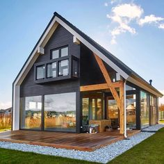 Simple yet gorgeous architecture for this country house with exposed beam and large bay windows. Tiny House Cabin, Tiny House Design, Cabin Homes, Modern House Design, Cabin Design, Farm House, Modern Barn House, Modern Wooden House, Modern Farmhouse Exterior