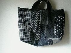 刺し子トートバッグ自作 Patchworked fabric bag with Sashiko stitching. Sashiko Embroidery, Japanese Embroidery, Boro Stitching, Japanese Bag, Japanese Textiles, Denim Bag, Quilted Bag, Fabric Bags, Tote Purse