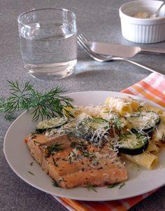 Lachs in Limetten-Sahnesoße mit Parmesan überzeugt durch eine cremige leicht säuerliche Soße, mit leckeren Zucchini, Schalotten und köstlichem Parmesan.