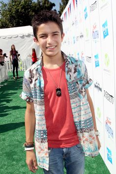 Hey I'm Carson. I'm 17. Single! Ariana is my older sister. Introduce?