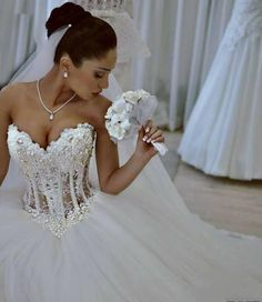 2016 Cheap Hot Ball Gown Wedding Dresses Sweetheart Lace Appliques Bling Beads Pearls Tulle Illusion Long Sweep Train Formal Bridal Gowns