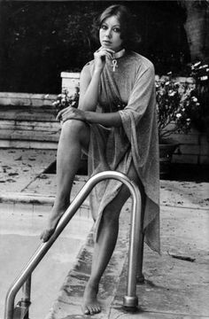 Jenny Agutter 'Jessica in the film Logan's Run posing by pool Science Fiction, Logan's Run Movie, Divas, Ufo Tv Series, American Werewolf In London, Somerset, Jad, Sci Fi Movies, Art Movies