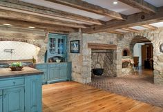 Sensational Pizza Oven decorating ideas for Cute Kitchen Traditional design ideas with brick indoor wood fired pizza oven stone stone arch tile backsplash -fireplace Indoor Pizza Oven, Colonial Kitchen, Primitive Kitchen, Kitchen Rustic, Kitchen Ideas, Kitchen Decor, Country Kitchen, Kitchen Photos, Room Kitchen