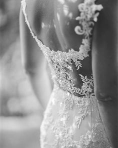 Lace, illusion and a whole lot of WOW. This #statementback wedding gown by one of our favourite local designers and wedding pro friends, @simone_meyer_bridal is the stuff dreams are made of! ��⠀ .⠀ Photography: @lilacphotography.za | Wedding dress: #SimoneMeyerBridal⠀ .⠀ PS Click on the link �� in our profile for more gorgeous statement back dress inspiration!⠀ http://gelinshop.com/ipost/1524194172490323015/?code=BUnBoY8AZRH