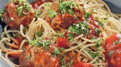 Kødboller i tomatsauce | Ude og Hjemme