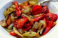 Veți renunța la carne, când veți gusta aceste legume la cuptor absolut delicioase și foarte aromate. Legumele coapte sunt o mâncare ideală pentru picnic sau masa festivă. Acestea au un gust pur și simplu divin și mereu se mănâncă complet, indiferent cât de mult ați pregăti. Datorită marinadei legumele sunt extraordinar de gustoase și savuroase! INGREDIENTE -1 ardei gras -1 dovlecel -1 vânătă -1 ceapă -3 căței de usturoi -1 lingură de oțet de 9 % -2 linguri de sos de soia -4 linguri de ulei…