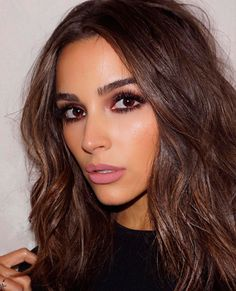 """""""My off duty hair is air-dried, but I'll bend the ends with a curler or an iron. I try to keep it as minimal as possible, but I'll use something. It's like, I'm not a makeup at the gym person, but I'll always use a hair tool."""" - Olivia Culpo on her hair a Medium Hair Cuts, Medium Hair Styles, Short Hair Styles, Beauty Makeup, Hair Makeup, Hair Beauty, Eye Makeup, Makeup Brushes, Makeup Style"""