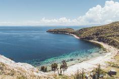 Sugiero que viajes a la isla de sol porque el océano es hermoso, es un buen lugar para nadando.