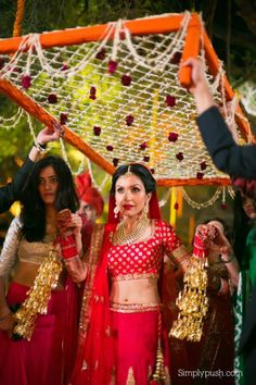 Different Types Of Bridal Kalire Designs That Soon-To-Be-Bride Can Choose For Her Wedding Day Desi Wedding Decor, Indian Wedding Decorations, Wedding Stage, Wedding Bride, Wedding Day, Wedding Entrance, Stage Decorations, Indian Weddings, Indian Wedding Pictures
