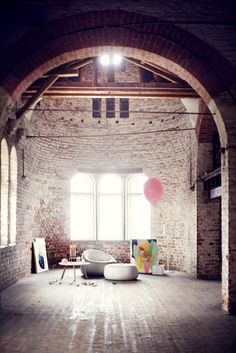 La maison d'Anna G.: Magique. i love the brickwork, the archway, the windows. this space has so much potential