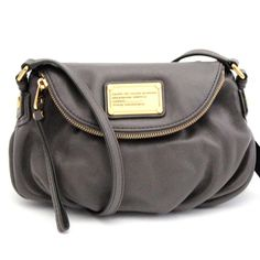 Ensure you have all of your essentials close at hand with this Marc By Marc Jacobs Classic Q Faded Aluminum Mini Natasha Handbag. Made from leather, this handbag is perfect for any outfit with its stunning grey color.