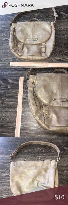 Handbag Gently used handbag. Measurements shown in picture Bags