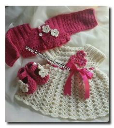 This Pin was discovered by Jan Crochet Dress Girl, Baby Girl Crochet, Crochet Baby Clothes, Crochet For Kids, Baby Patterns, Crochet Patterns, Crochet Baby Costumes, Hello Kitty Crochet, Baby Doll Clothes
