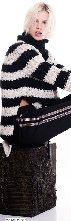 Beat the chilling weather and look fashionable with a black cardigan. Pam & Gela, Black White Red, Outfit Combinations, Strike A Pose, Black Cardigan, Classy Outfits, Winter Hats, Fall Winter, Runway Fashion
