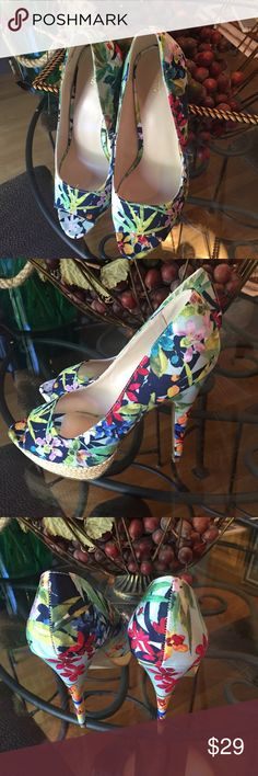"""Floral Fabric Shoes from Apt 9 These are a floral print fabric with a rattan covered platform. Non-slip sole. 4.5"""" heel, 1"""" platform. Colors go with everything. Apt. 9 Shoes Heels"""