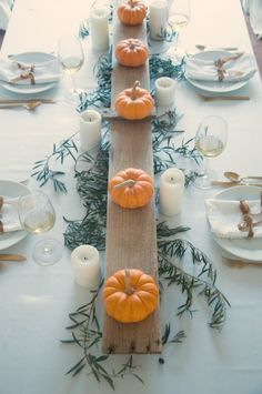 Simple lovely fall table Thanksiving tablescape idea with long wood board and mini pumpkins - Gwen Moss. Fall Table Centerpieces, Centerpiece Decorations, Decoration Table, Wedding Centerpieces, Pumpkin Table Decorations, Thanksgiving Table Settings, Thanksgiving Decorations, Thanksgiving Arts And Crafts, Thanksgiving Cards