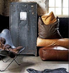 Lockers and leather couches. Vintage industrial or man cave living room Industrial Chic, Industrial Living, Industrial Interiors, Industrial Furniture, Vintage Industrial, Industrial Office, Industrial Revolution, Vintage Wood, Masculine Interior