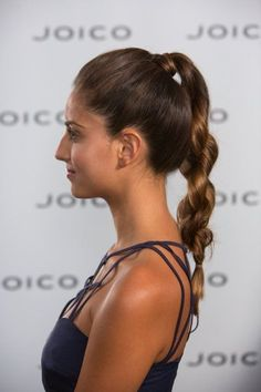 Holiday Office Party This deceptively simple pony is even easier than any do-it-yourself braid maneuver. Holiday Hairstyles, Party Hairstyles, Office Holiday Party, Hair Hacks, Hair Inspiration, Braids, Hair Styles, Pony, Blog