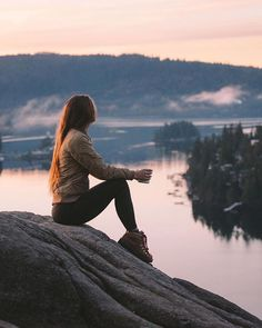 Quarry Rock, Deep Cove, BC by Andrea Ference, liveyouradventure, ebcontributor and bucketlist Girl Photography Poses, Travel Photography, Poses Photo, Foto Casual, Jolie Photo, Parkour, Photo Instagram, Travel Aesthetic, The Great Outdoors