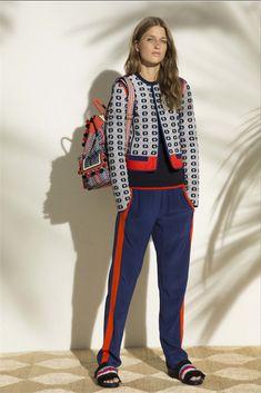http://www.vogue.it/moda/tendenze/2017/01/12/trend-pre-collezioni-primavera-estate-17-athleisure/