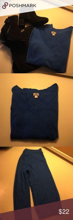 Worthington v-neck sweater Worthington v-neck sweater. Long sleeved. Size small. Bright blue color. Worthington Sweaters V-Necks