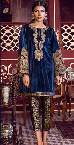 Velvet Pakistani Dress, Pakistani Couture, Pakistani Outfits, Indian Outfits, Kurta Designs, Blouse Designs, Velvet Dress Designs, Moda Vintage, Desi Clothes