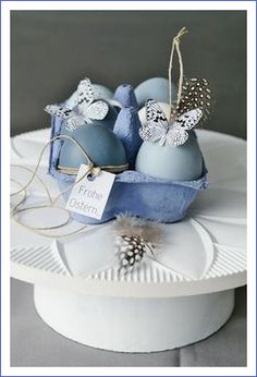 """It does not always have to be the """"Easter mix bag"""" as a present - this is also a funny idea for an Easter souvenir. Best Picture For wedding cars clipart For Your Taste You are looking for something, Wallpaper Easter, Paper Wallpaper, Easter Table, Easter Eggs, Easter Bunny, Ideas Scrapbooking, Cheap Party Decorations, Easter Presents, Diy Ostern"""