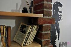 Marek Hłasko, bohater powojennej literatury zagościł na stałe w naszej przestrzeni. Dosłownie.  Marek Hłasko ur. 14 stycznia 1934 w Warszawie, zm. 14 czerwca 1969 w Wiesbaden w Niemczech, prozaik. Przez kilka lat pracował jako kierowca samochodowy.…