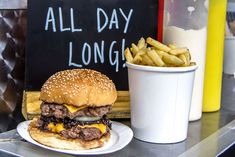 London - Bleecker St. Burgers food truck || 6 euro burgers, 3 euro chips