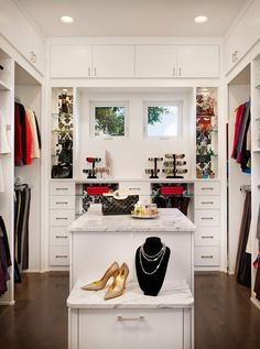 Walk In Closet Storage Bench - Design photos, ideas and inspiration. Amazing gallery of interior design and decorating ideas of Walk In Closet Storage Bench in closets by elite interior designers. Walk In Closet Small, Walk In Closet Design, Walk In Wardrobe, Closet Designs, Reach In Closet, Dressing Room Closet, Closet Bedroom, Master Closet, Closet Space