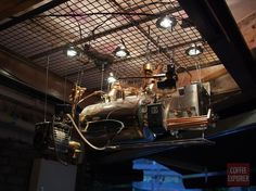 COFFEE EXPLORER :: 올해 카페 인테리어 대상! 상수역 커피숍 <클럽 바리스타>_에스프레소 머신을 개조까지 한 주인. 대.다.나.다.