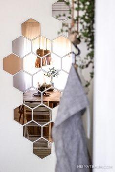 Espejos de tipo colmena para decorar las paredes Mirror Tiles, Mirror Art, Mirror Glass, Hallway Mirror, Mirror Bathroom, Ikea Hallway, Wall Mirrors, Mirror House, Entryway