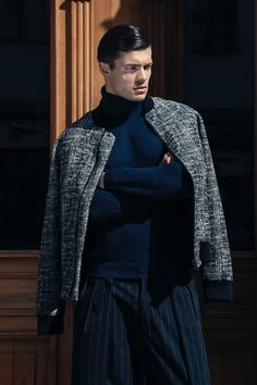 Eugen wears turtleneck sweater Kiomi, striped trousers and bomber jacket Siyah.